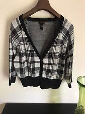 Torrid Woman Size 2 Crop Cardigan Sweater 3/4 Sleeve V Neck Black White