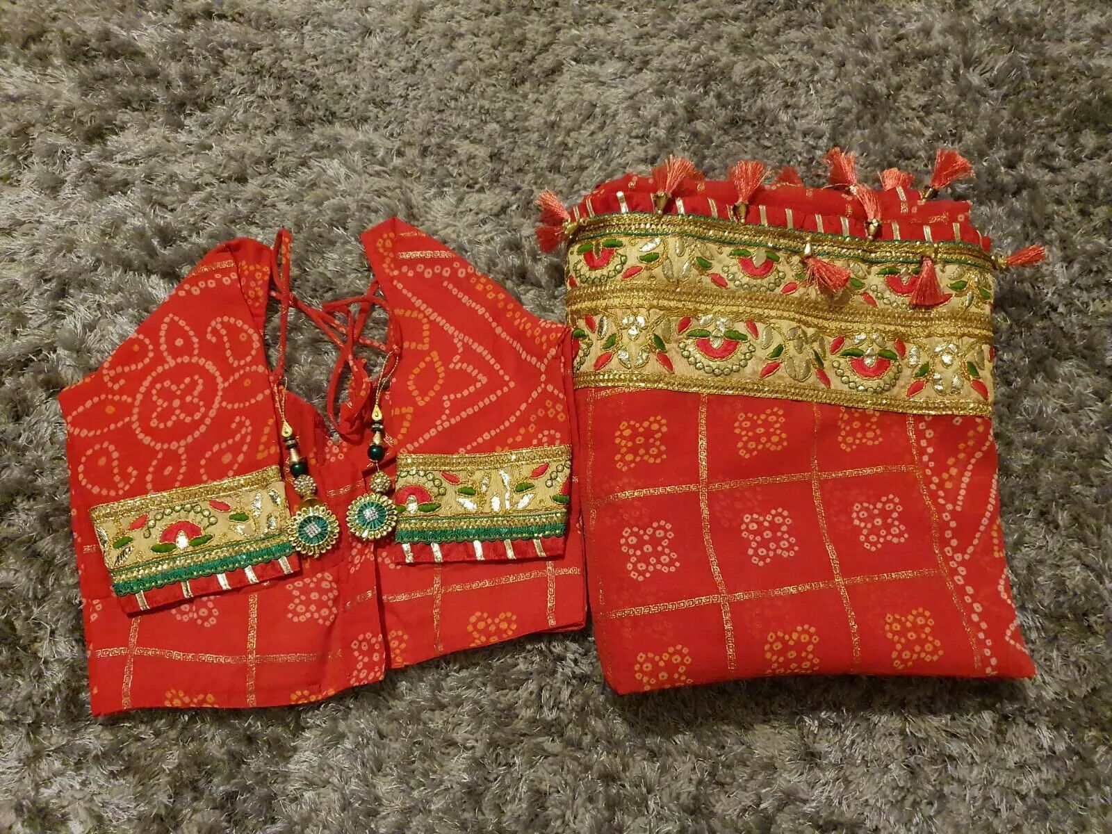 Red Bandhani Sari with Gold Border with Pre-Stitched Blouse