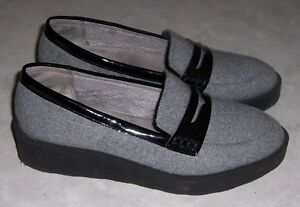 3b8d7f4777d LIFESTRIDE Sims Womens Sz 8M Gray w  Black Trim Penny Loafers Wedge ...