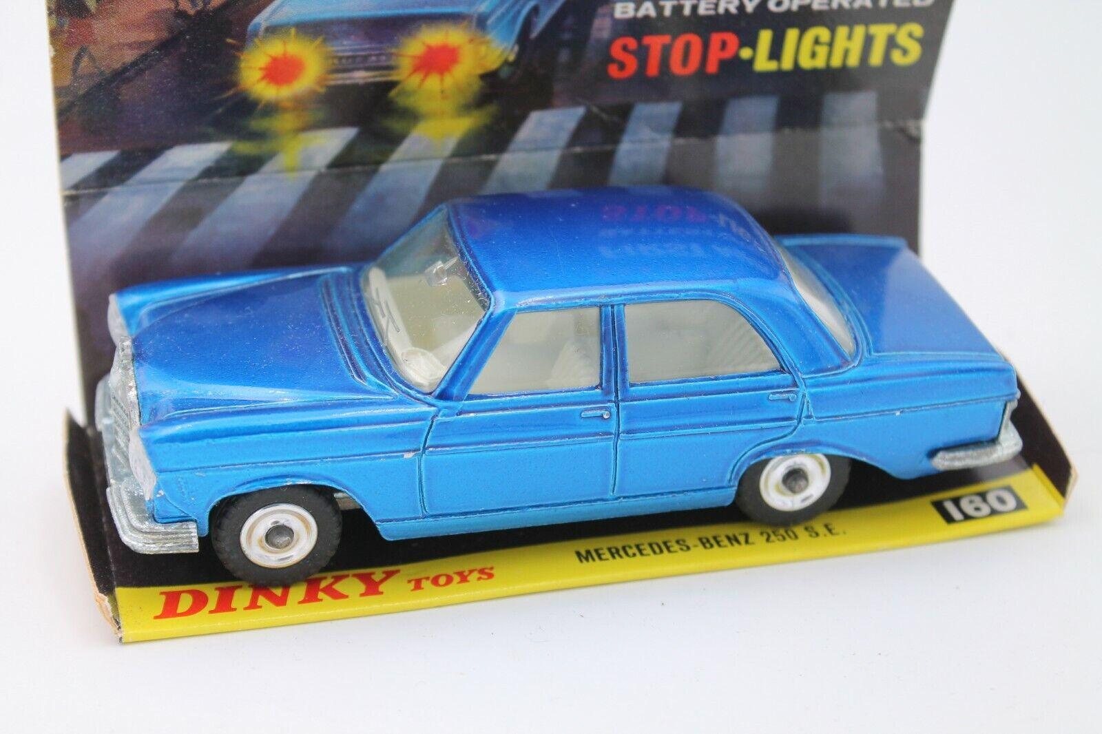 DINKY TOYS  MERCEDES BENZ 250 SE  Stop Lights  1 36  Comme neuf  Neuf dans sa boîte