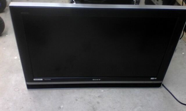 Sony KDL V40XBR1 LCD TV 40inch Free picup