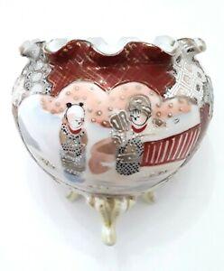 Satsuma-Kutani-Japanese-Moriage-Porcelain-3-Footed-Scalloped-Vase-Bowl-Signed
