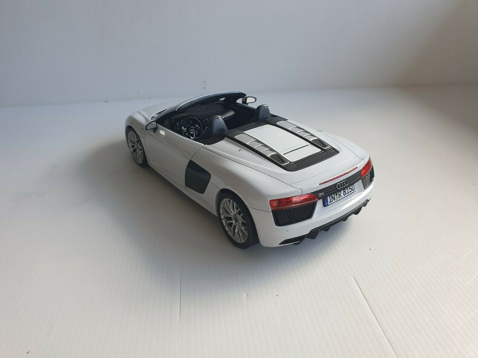 entrega gratis Audi R8 Spyder V10 Suzukagris gris - - - 5011618551 1 18 Iscale  caliente