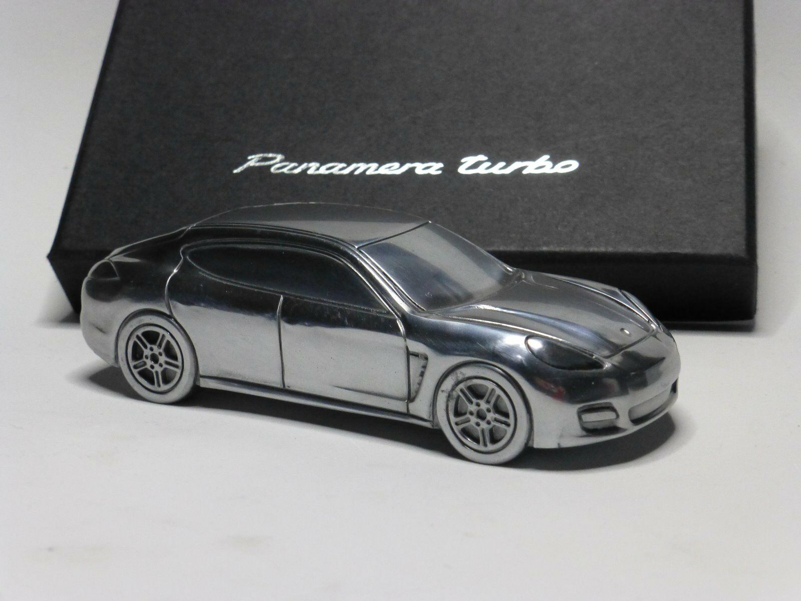Exclusivo Porsche Panamera macizo Edición Limitada 1:43 color plata plata plata pulida. f11e8f