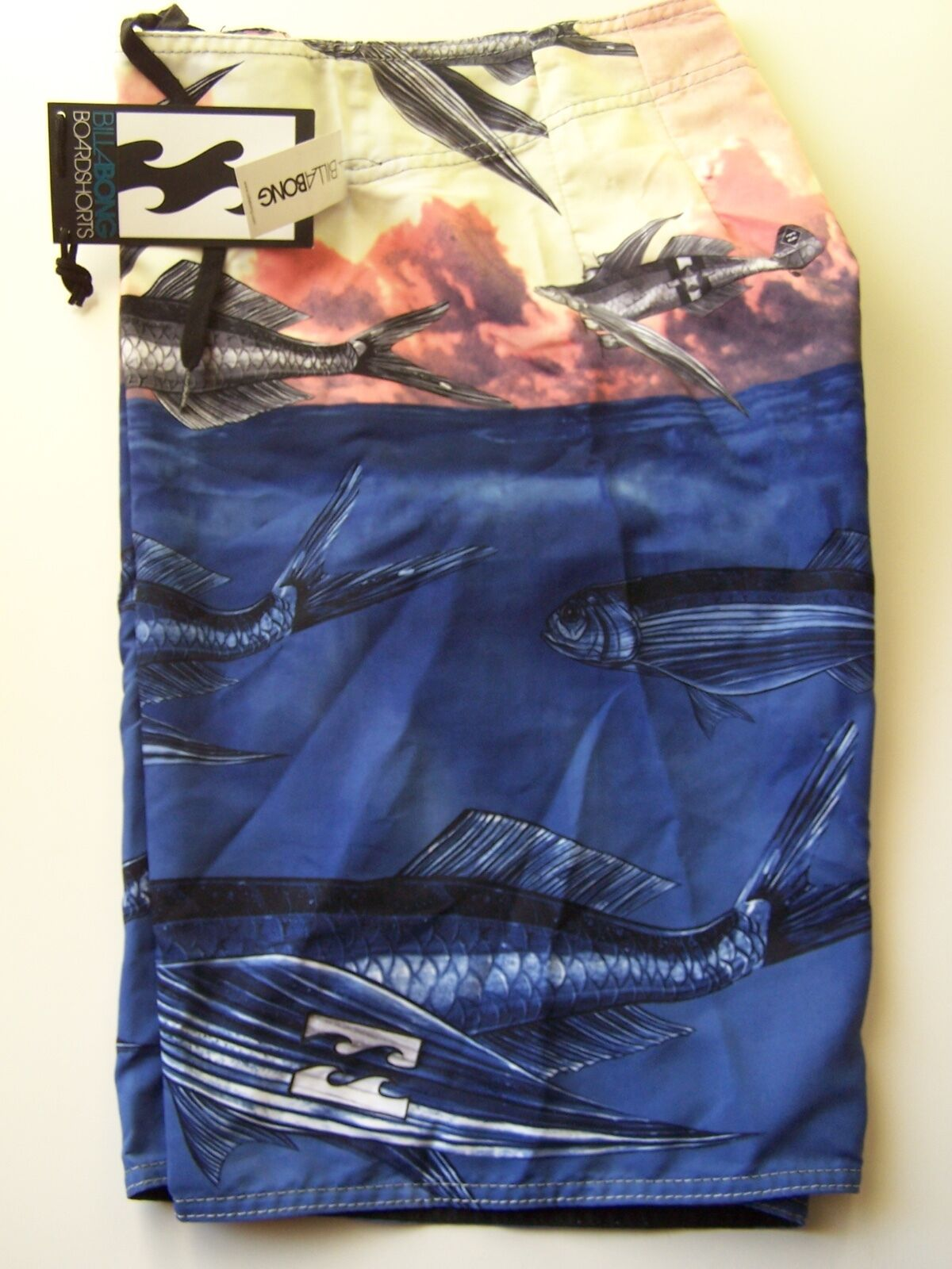 BILLABONG  FLY FISHING  MENS  BOARD SHORTS  SIZE  30