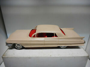 CADILLAC-FLEETWOOD-SEDAN-1961-KORRIS-KARS-PLASTIC-TOY-VINTAGE-NO-BOX-USED