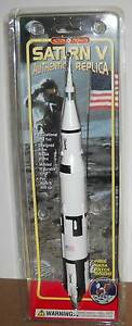 VINTAGE-1997-SATURN-V-AUTHENTIC-REPLICA-WITH-APOLLO-NASA-PATCH-IN-ORIGINAL-PKG