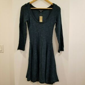 AMERICAN-EAGLE-OUTFITTERS-SCOOP-NECK-LONG-SLEEVE-SWING-KNIT-DRESS-SIZE-SMALL