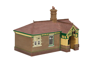 Bachmann-44-090G-OO-Gauge-Bluebell-Waiting-Room-and-Toilet-Green-and-Cream
