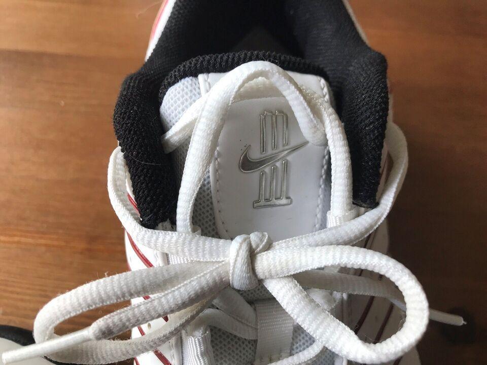 Cricketudstyr, Nike