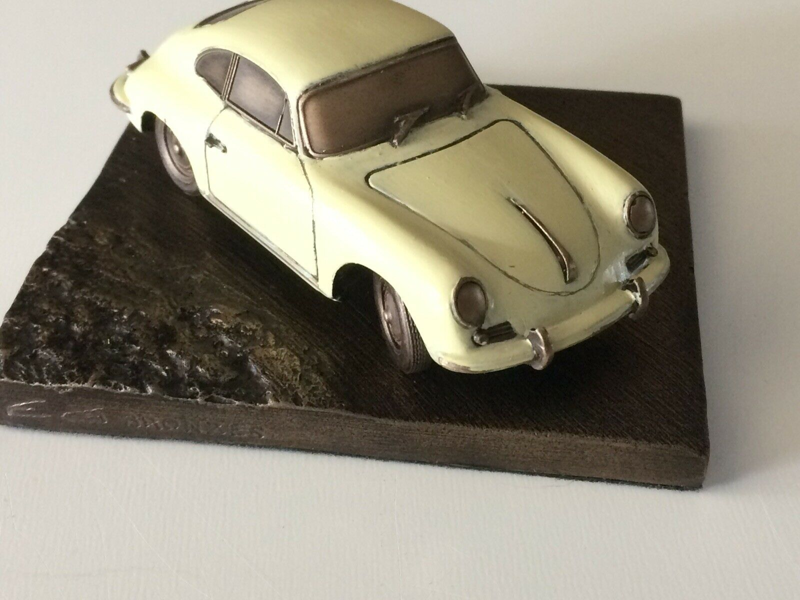 Reproduction en bronze Porsche 356 B Patine Ivoire 1 43 sur socle 10x10