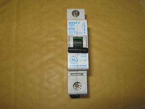 General Electric series E B32 Circuit Breaker