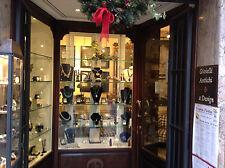 arredamento negozio vetrina ingresso retrobanco e vetrine espositive AFFARE