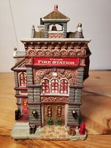 """2008 LEMAX Caddington Village   """"UNION FIRE STATION""""   #85652  ~MINT~"""