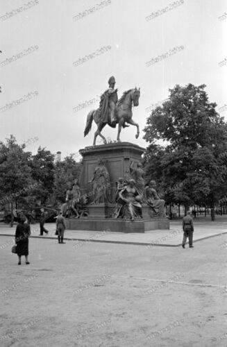 Negativ-Berlin-Denkmal-Architektur-Verkehr-Straßenszene-Wehrmacht-3