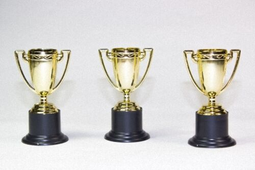 12x Plastique Coupe vainqueur Trophée vainqueur trophées Gold 10 cm