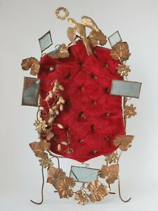 Garniture-de-globe-de-maries-Napoleon-III-en-laiton-dore-sur-velours-rouge