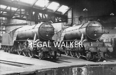 BRITISH RAIL RAILWAY STEAM PHOTO 1960/'S V2S 60877 /& 60837  AT YORK SHED 1965