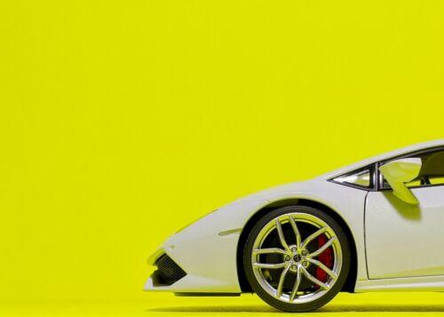 Metallic AUTOart 1:18 Lamborghini Huracan LP 610-4 in Bianco Icarus White