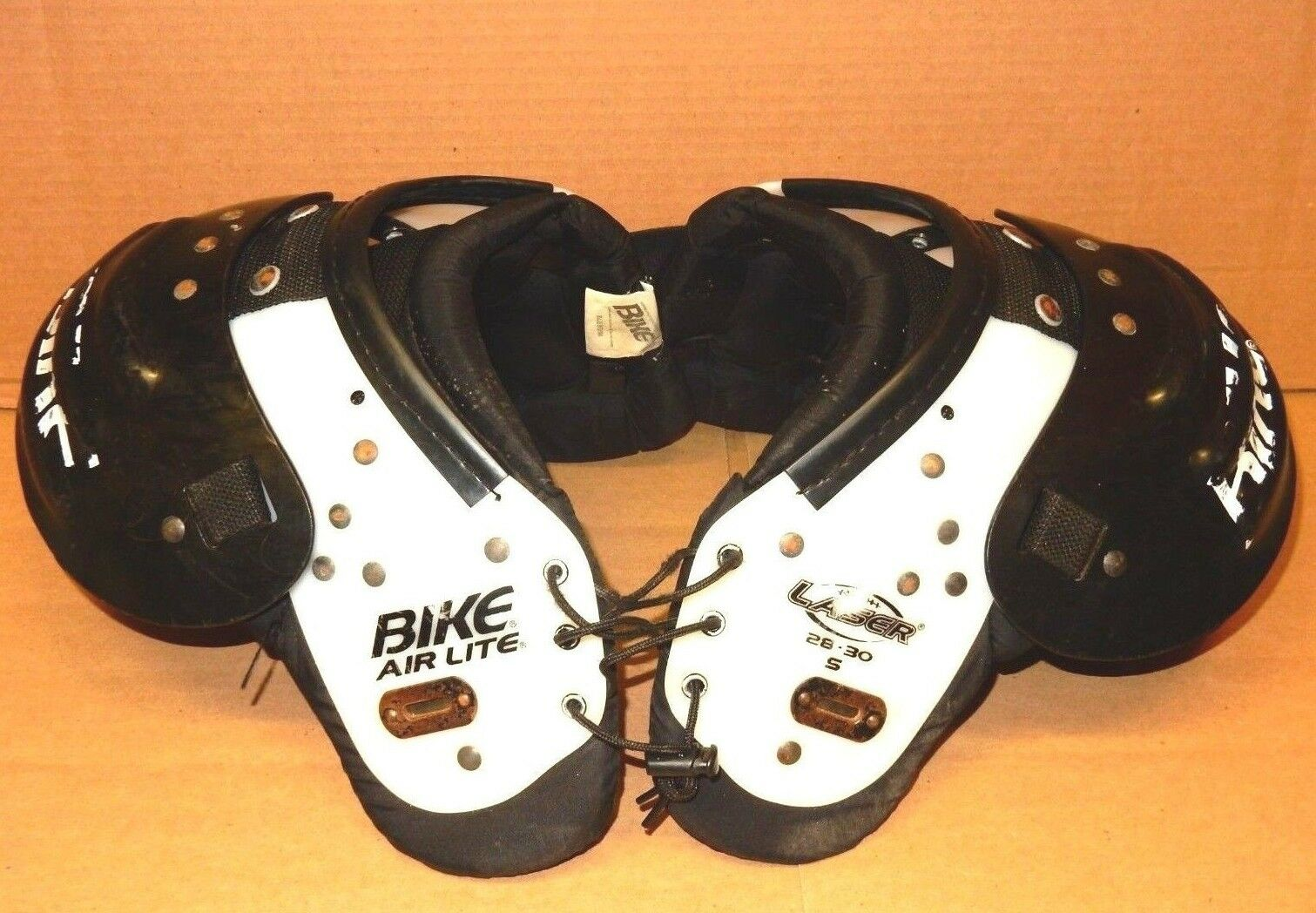 BIKE AIR-LITE FOOTBALL SHOULDER PADS LASER BOYS - 28-30 YOUTH SMALL 90-120 lbs