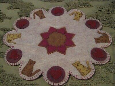 """Woolfelt Penny Rug-Flag 11/"""" Primitive Candle Mat"""