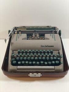 1950s Smith Corona Silent Super Manual Portable Typewriter in Case