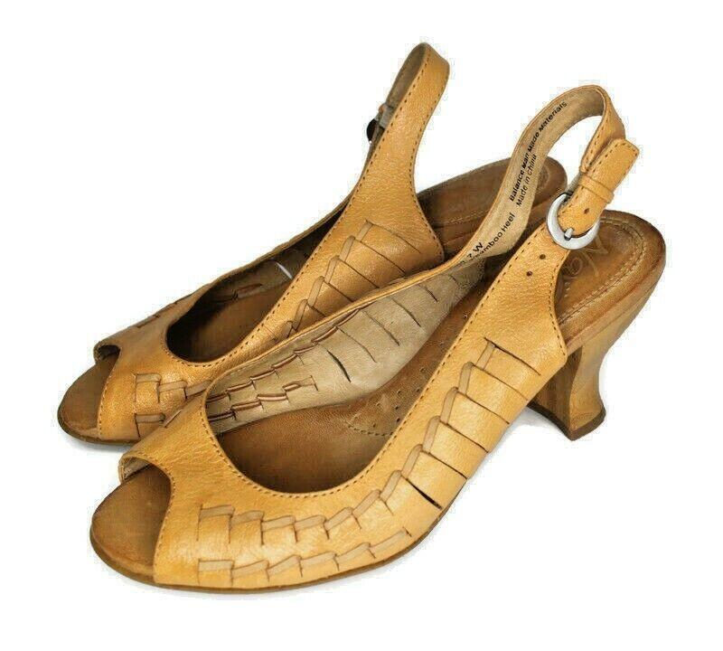 Naya Women's 7W Wide Fandanga Woven Leather Slingback Sandals Bamboo Wood Heels