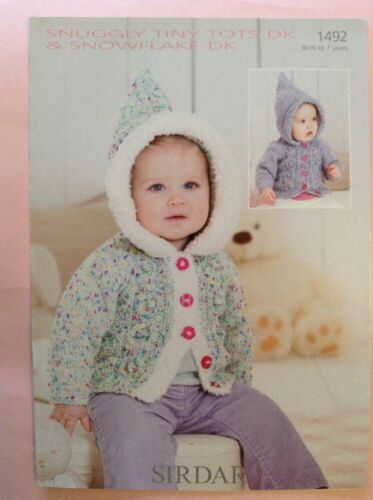 Sirdar Snuggly Tiny Tots D//K Veste Knitting Pattern 1492 tailles de la naissance 7yrs