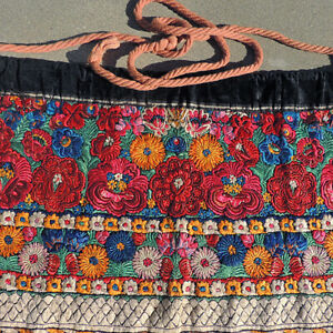 an-old-exceptional-traditional-hand-embroidered-silk-apron-skirt-romania-25