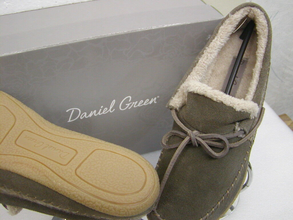 Daniel Green Damenss' house slippers moccasin style soft and cozy