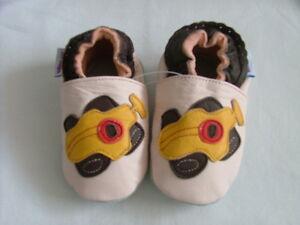 Nuevo Cuero Suave Bebé Zapatos 0-6 mths motivo de Coche de Carreras Niñas/Niños