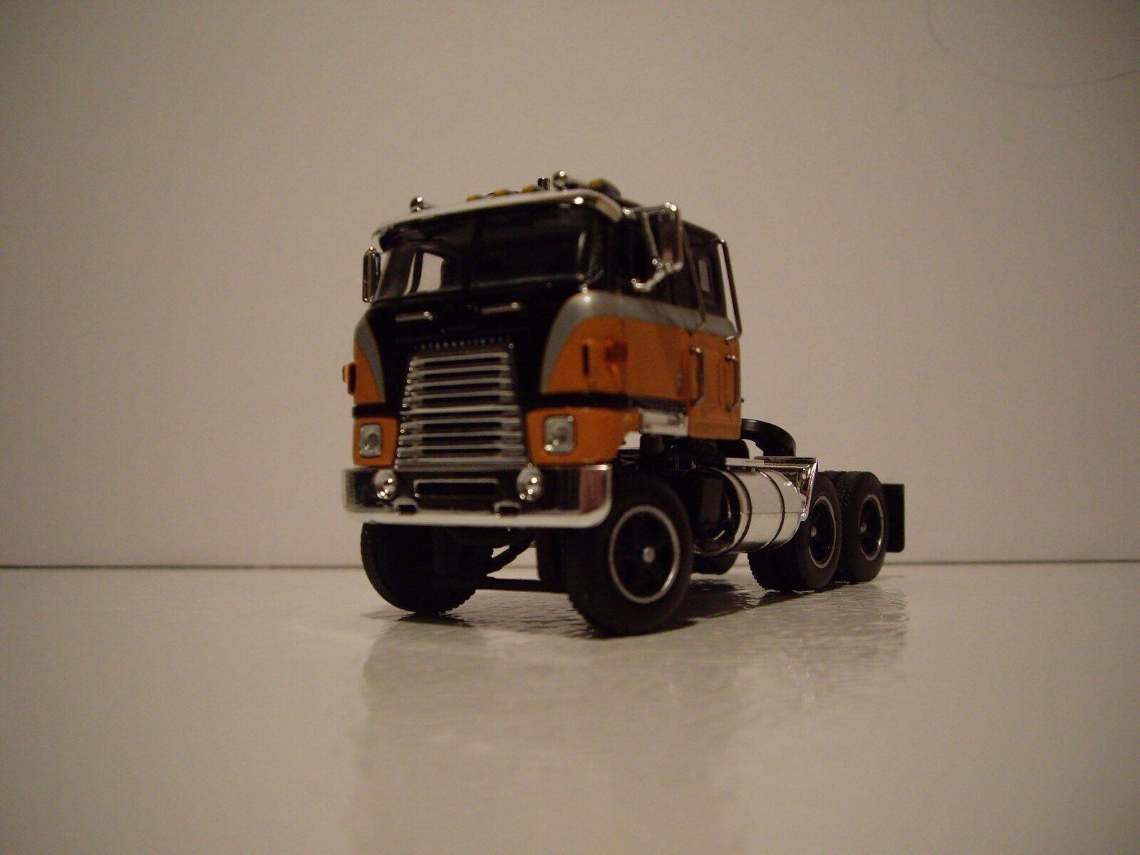 DCP First Gear 1 64 noir et Orange INTERNATIONAL TRANSTAR CAB sur moteur