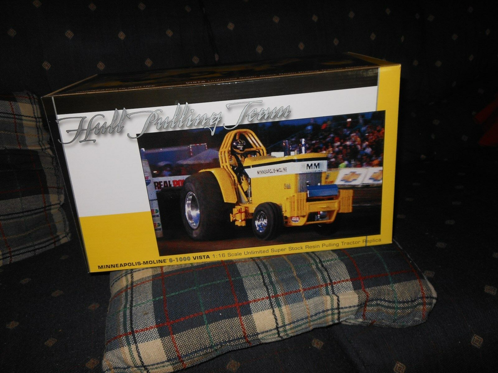 Minneapolis Moline G1000 puller toy tractor  (White, Oliver)   New in box