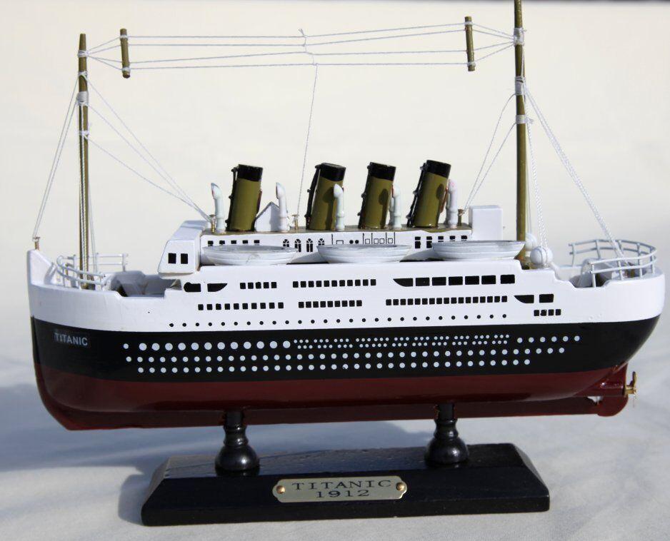 Large Detailed Holzen Modelll of Titanic - 50cm x 20cm