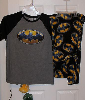 NWT Men/'s BATMAN 2 Piece Pajamas ~ Fleece Pants /& Short Sleeve T-Shirt ~ Large