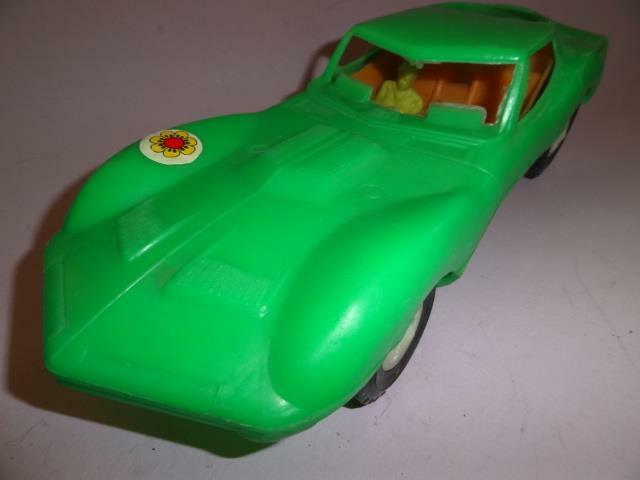 GREECE VTG GREEK CHEVY CAMARO PONTIAC verde PLASTIC TOY CAR with DRIVER 12.6