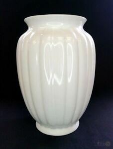Vintage-White-Ribbed-Urn-Shaped-Vase-20cm-Tall-l-FREE-Delivery-UK