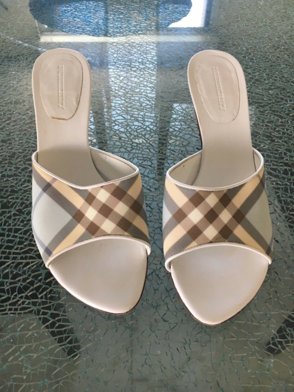 BURBERRY High Heels Taille 9.5 US blanc and Pale bleu