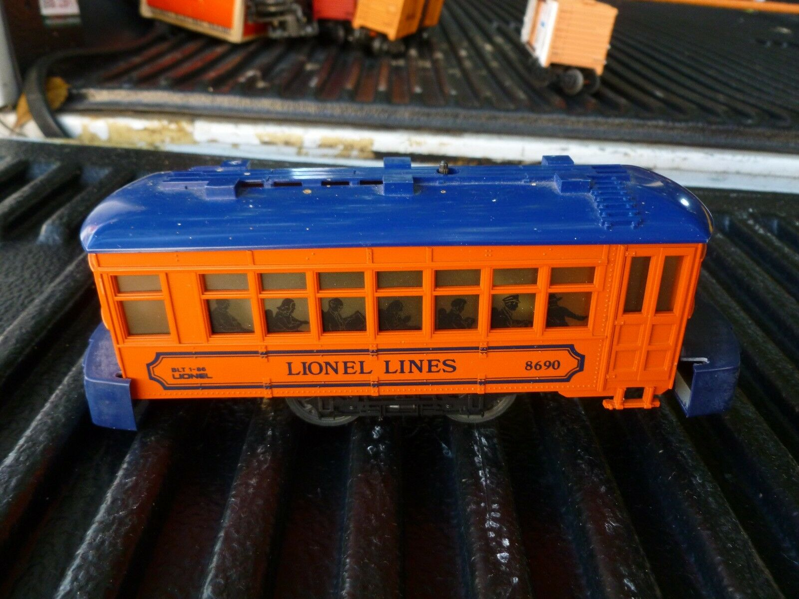 2 LIONEL MOTERIZED CARS LIONEL 8690 AND LIONEL 50