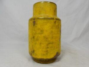 Formschoene-well-shaped-60-s-Design-Fritz-van-Daalen-Keramik-Vase-195-15-yellow