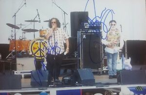 The-Turtles-Flo-and-Eddy-Hand-Signed-8X10-Color-Photo-PAAS-COA
