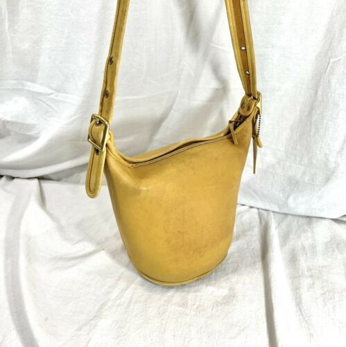 Genuine vintage COACH 9019 Maggie duffle small yel