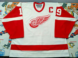 100-Authentic-Pro-52-99-00-CCM-Detroit-Red-Wings-Steve-Yzerman-Jersey