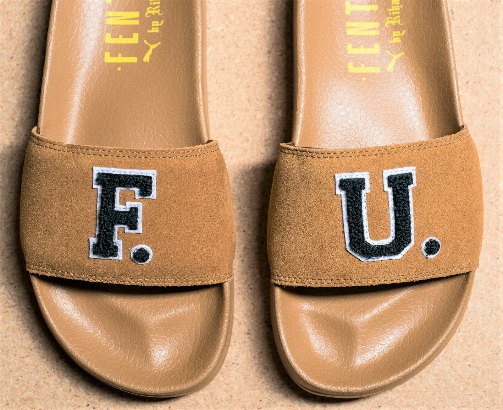 Puma F.U.' x Rihanna You 'leadcat F.U.' Puma Diapositiva Sandalias Flipflop unisex oro marrón 9 Nuevo En Caja 5fe9fb