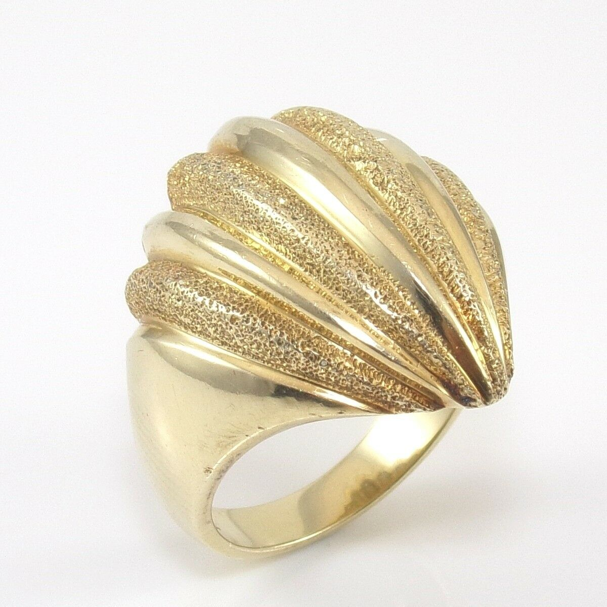 14K Yellow gold Plain Brushed Dome Scallop Ring Size 8.5