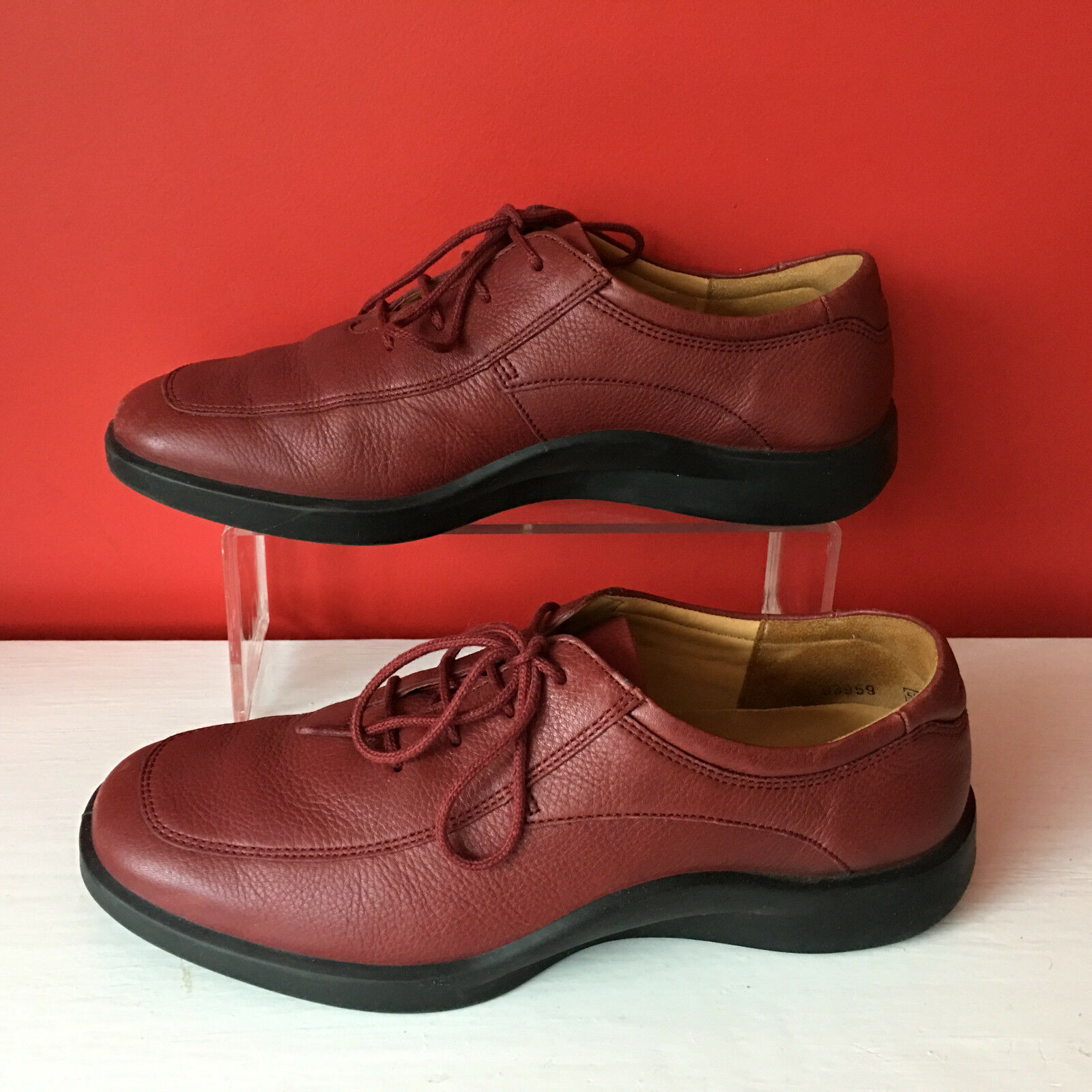 Clarks Lightweight Soft Comfort Red Leather Lace Up shoes Casual Work Size 5.5 D
