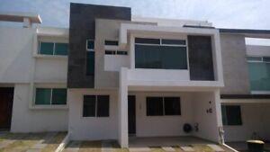 Casa en venta, 3 recámaras y estudio. Lomas de Angelópolis.