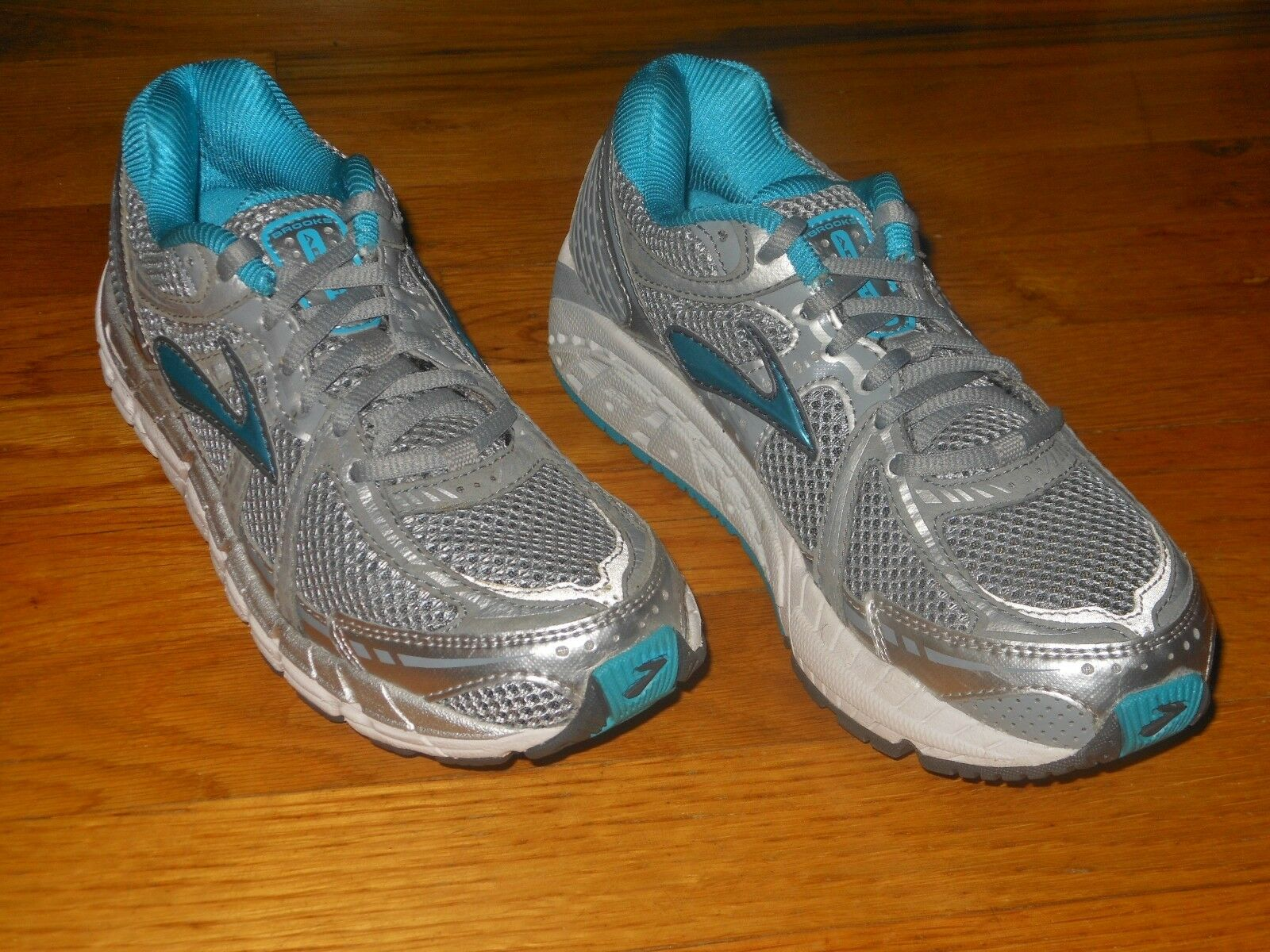 Brooks Addiction 11 women's running shoes - Sz 7 AA - Excellent cond