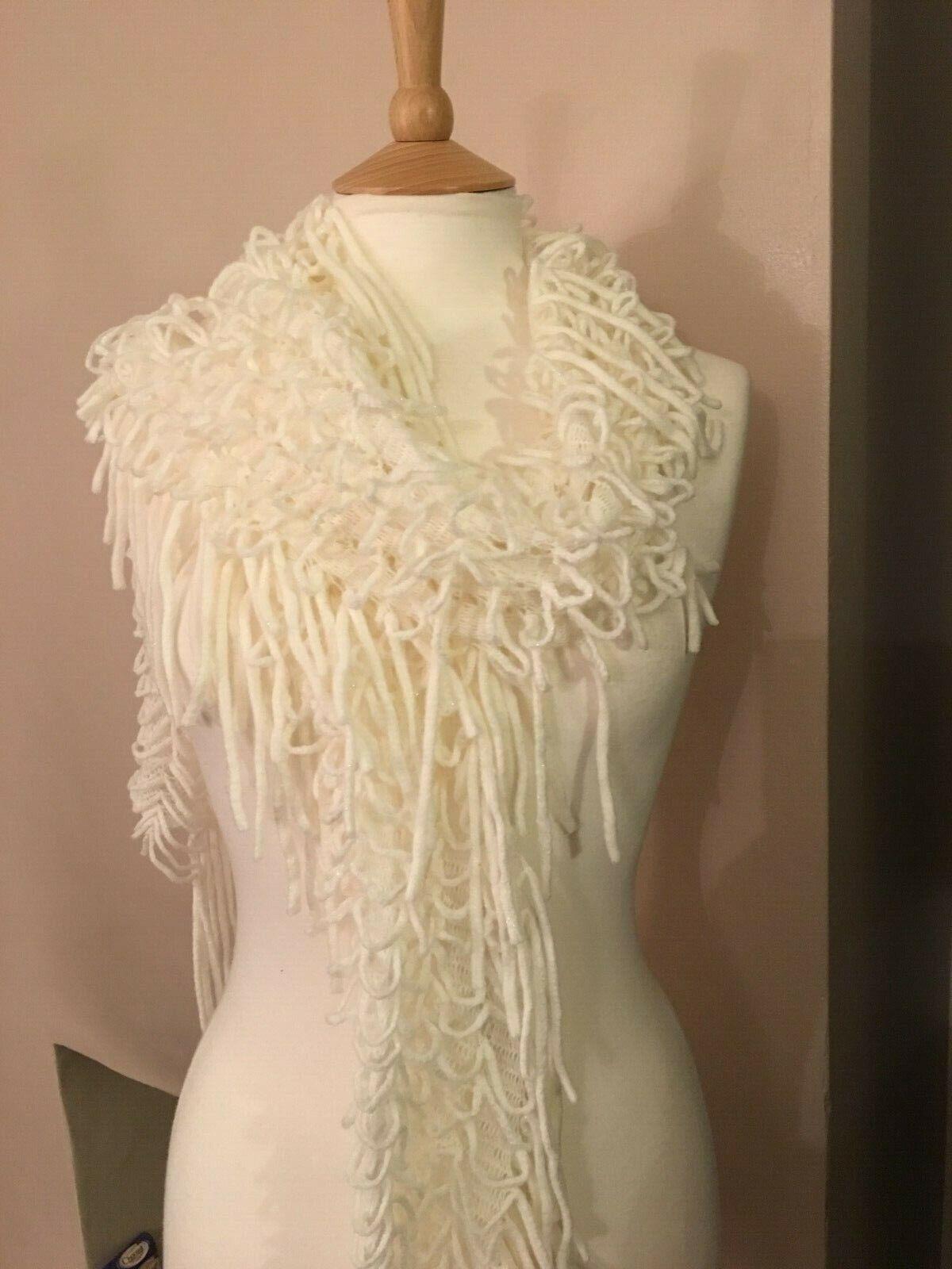 Girls/Women's Long White Tassle knit scarf