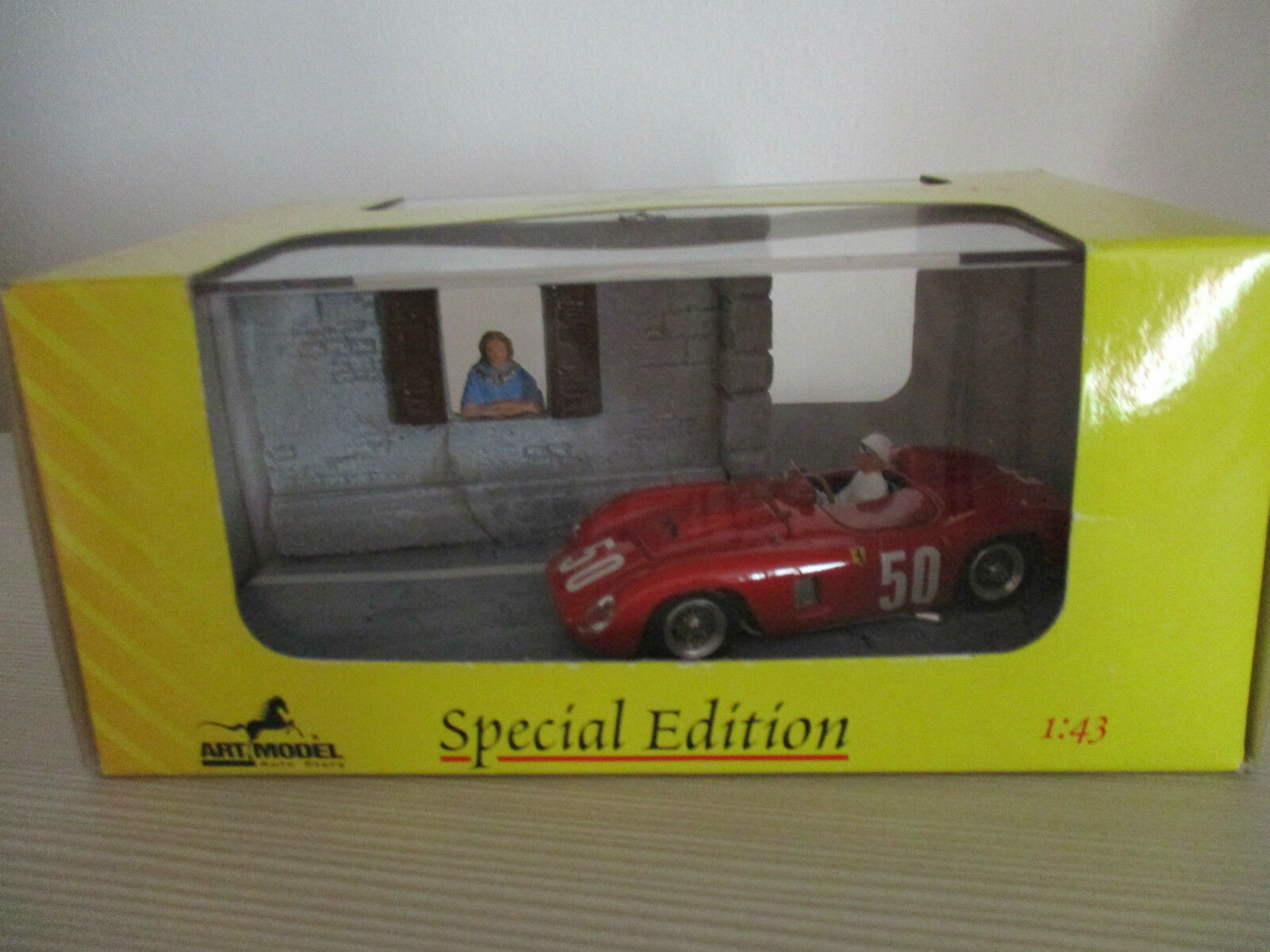 FERRARI 500 TR PESCARA 1957 DIORAMA ART MODEL COD.ART914 SCALA 1.43